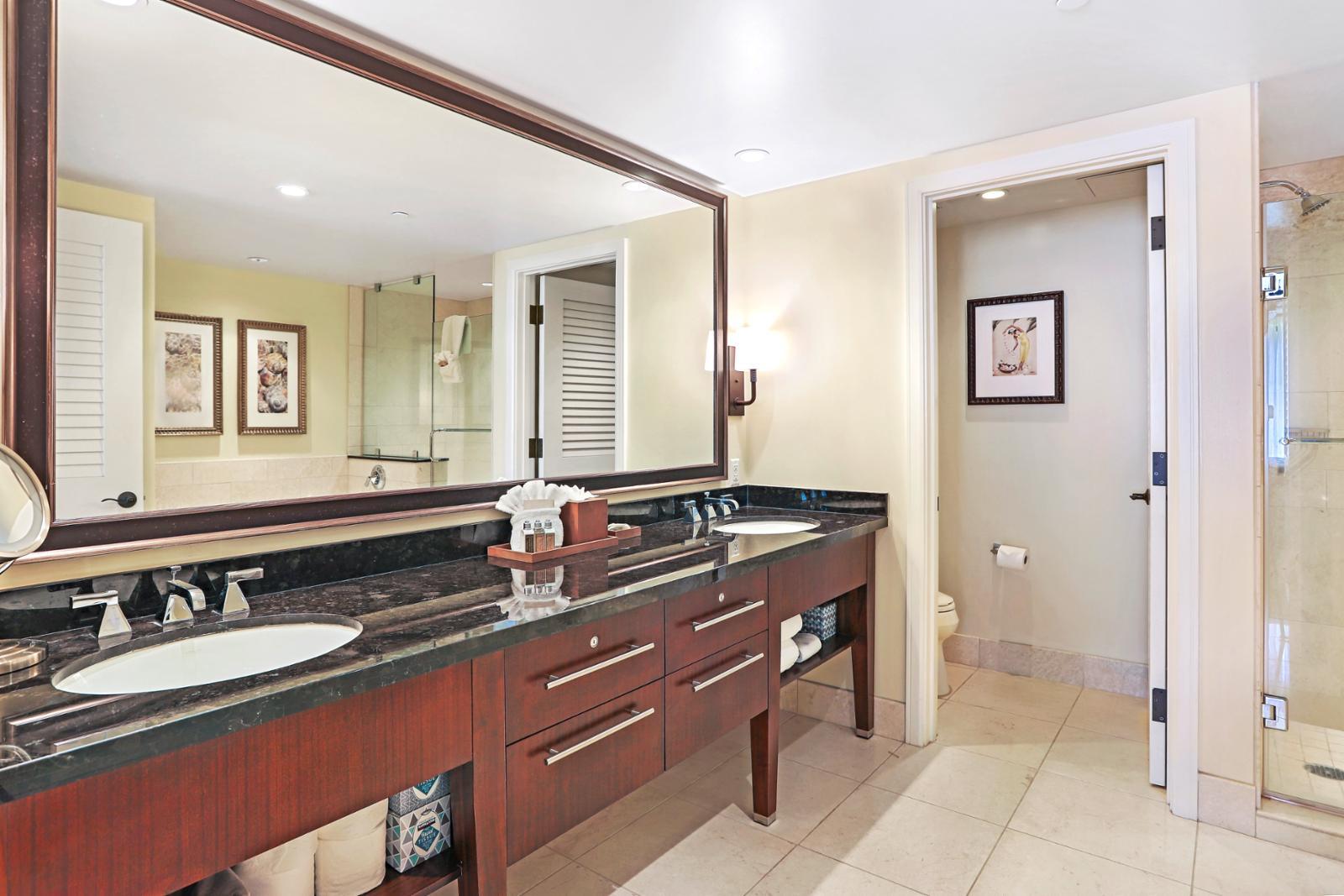 Custom dual sinks with ample storage
