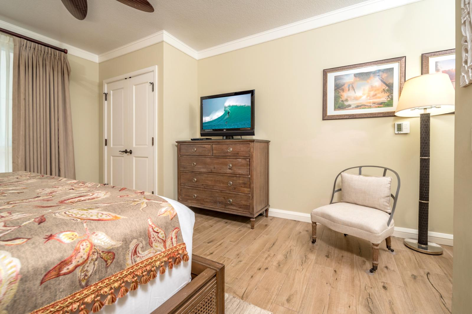 Massive guest suite with Large flatscreen television and all the upgrades!