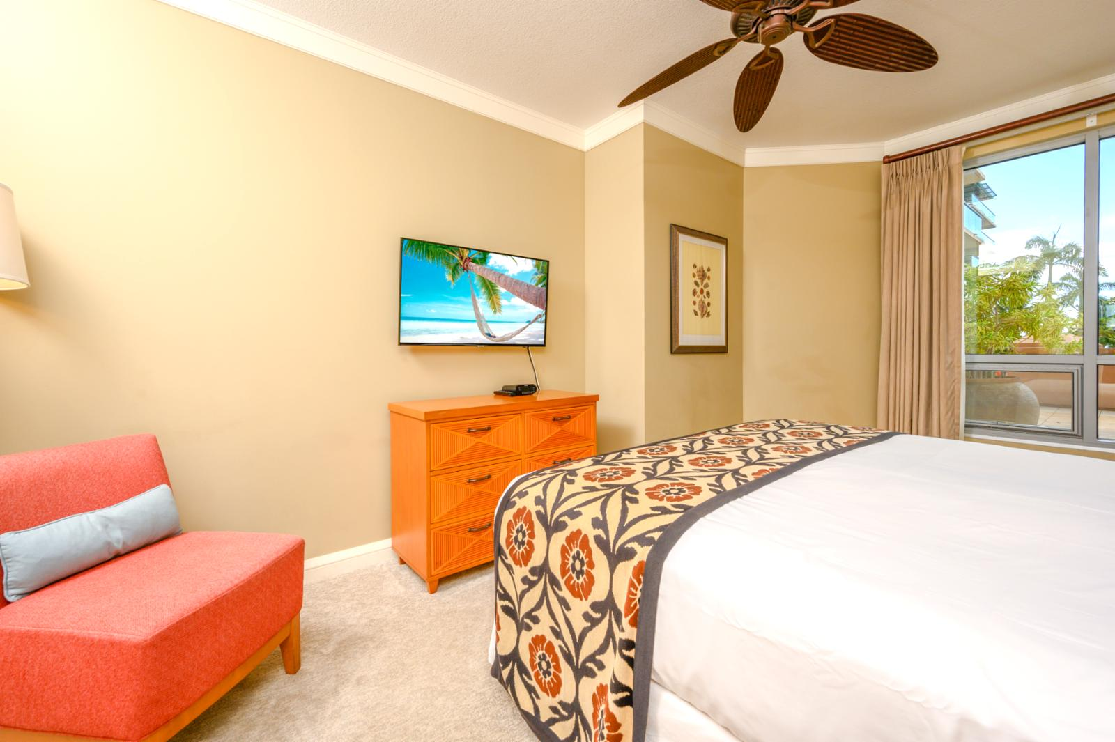 Stunning guest bedroom, equipped with smart tvs and ceiling fan!