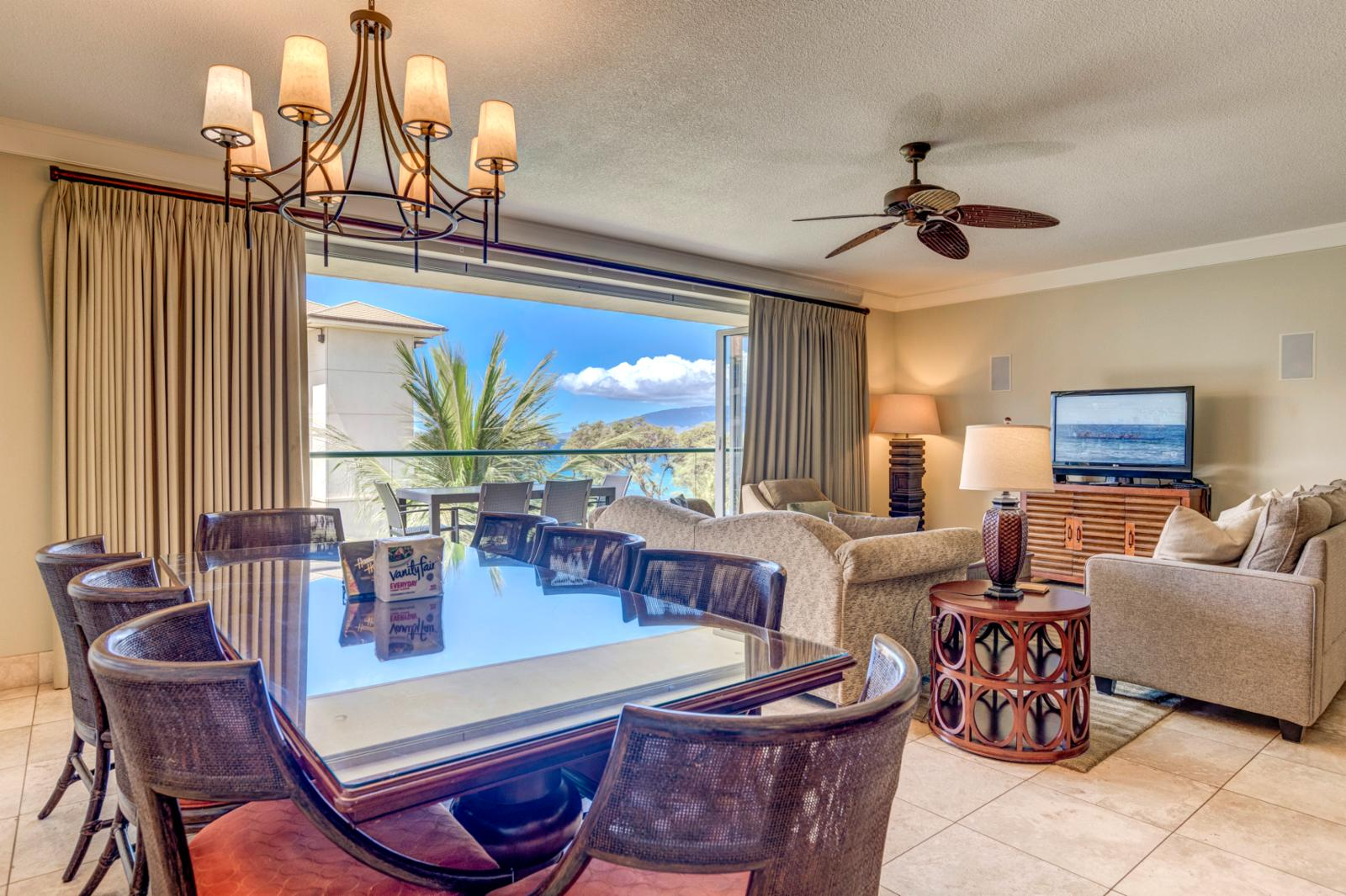 Stunning ocean views, listen to the ocean while enjoying your nightly meals!