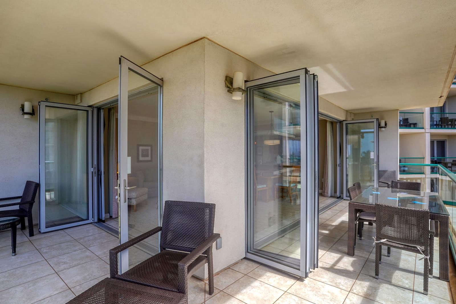 Luxury Nano doors that open wide to create indoor and outdoor living