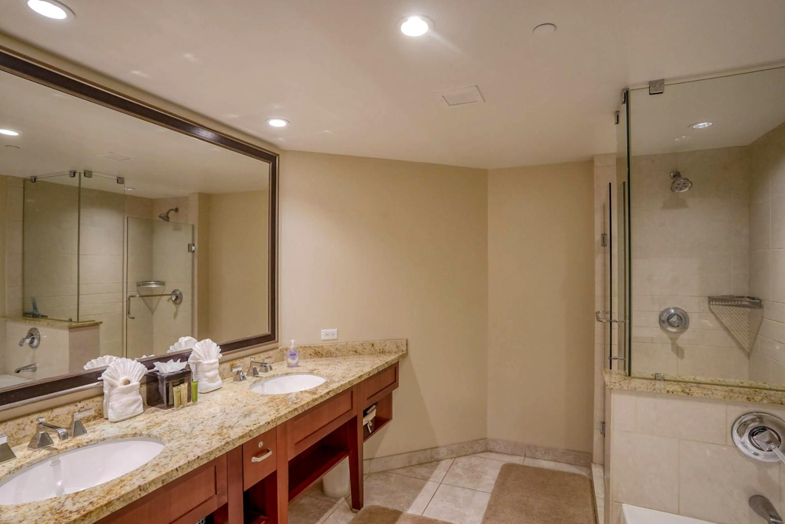 Large suite, upgraded accent lighting