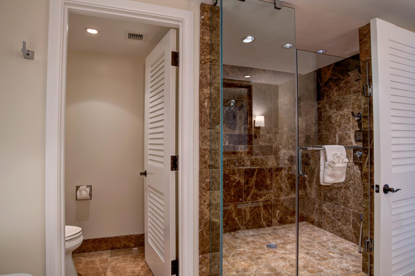 Floor to ceiling glass enclosed show with dual shower heads