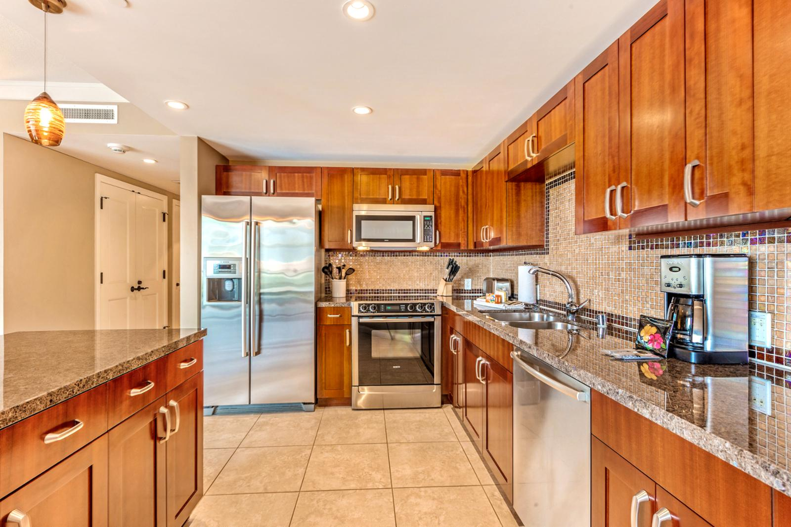 Kitchen entry with ample counter space, perfect for nightly meals. Kitchen comes fully equipped!