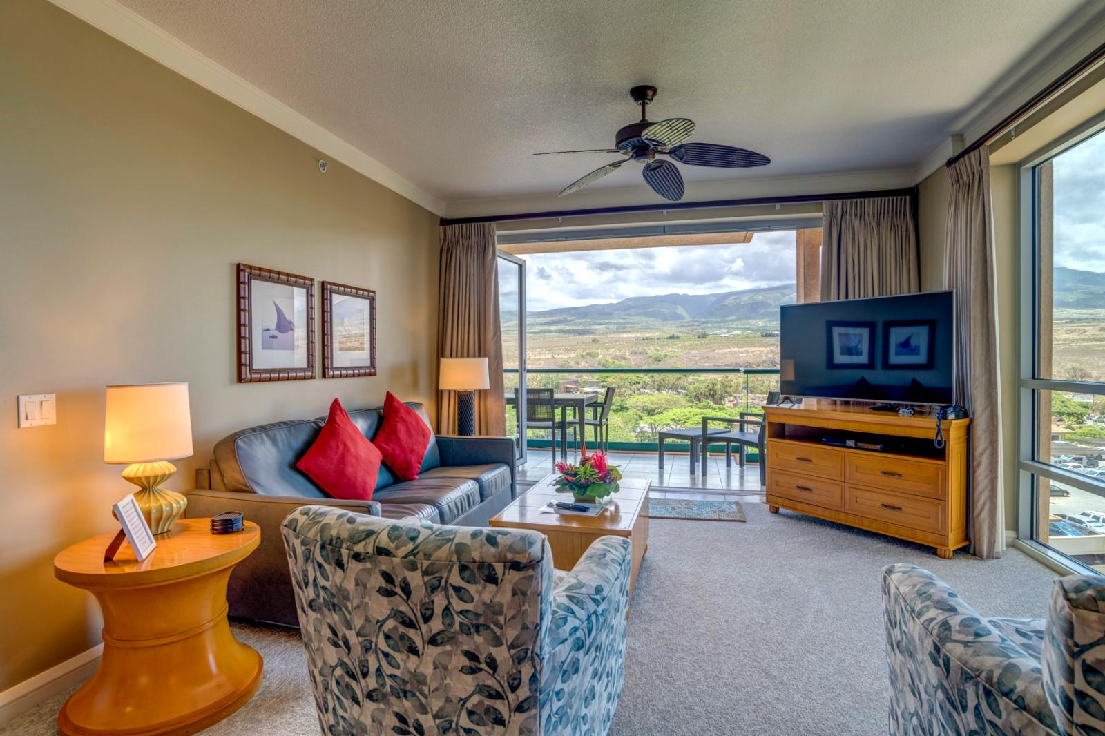 360 degree view, corner unit and electric views of the West Maui mountains