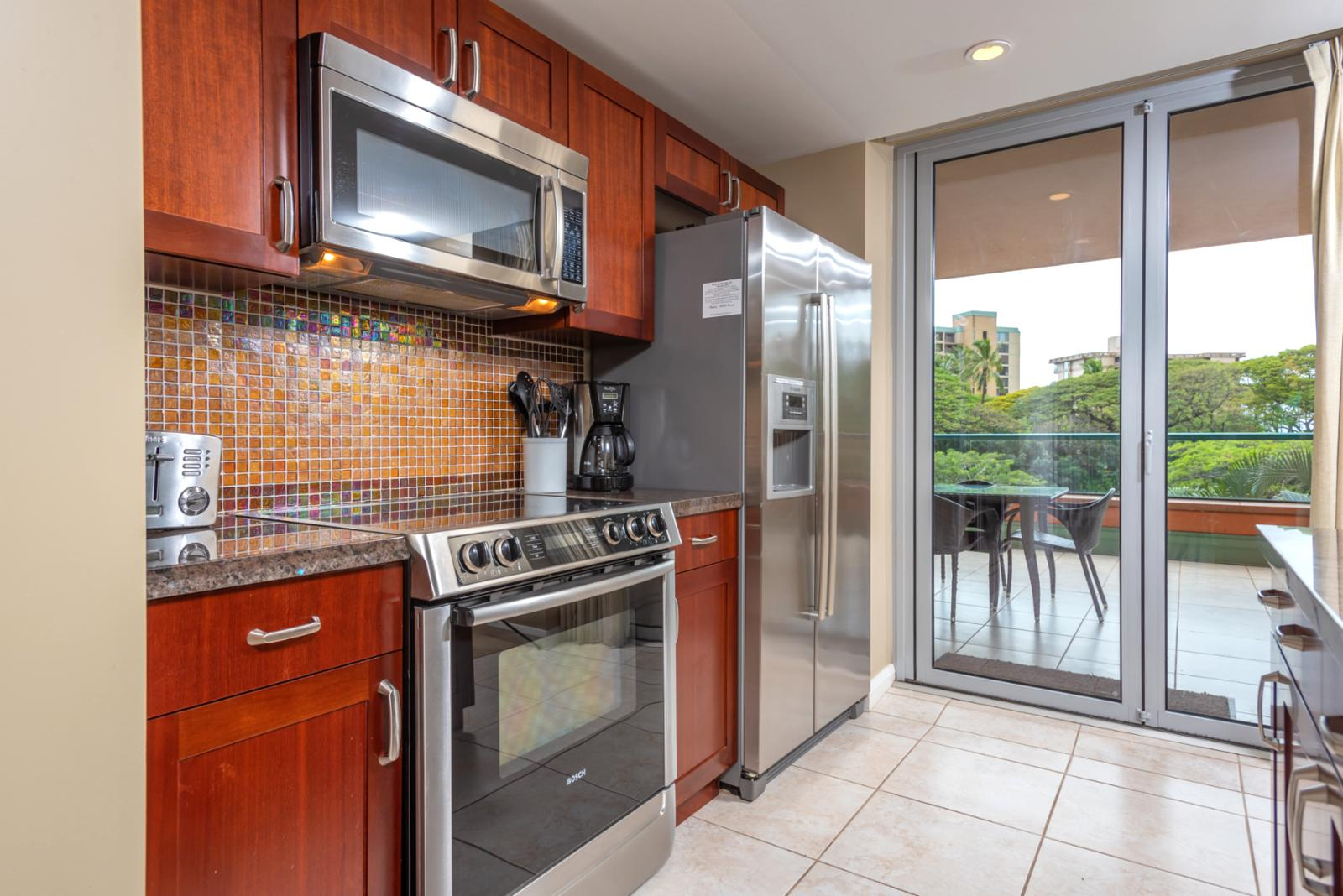 Luxury stainless steel appliances throughout
