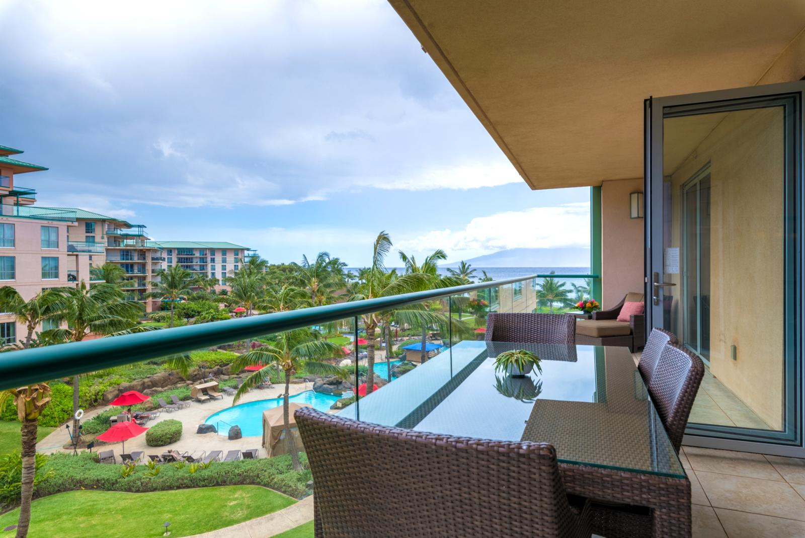 LARGE expansive balcony with ocean views!