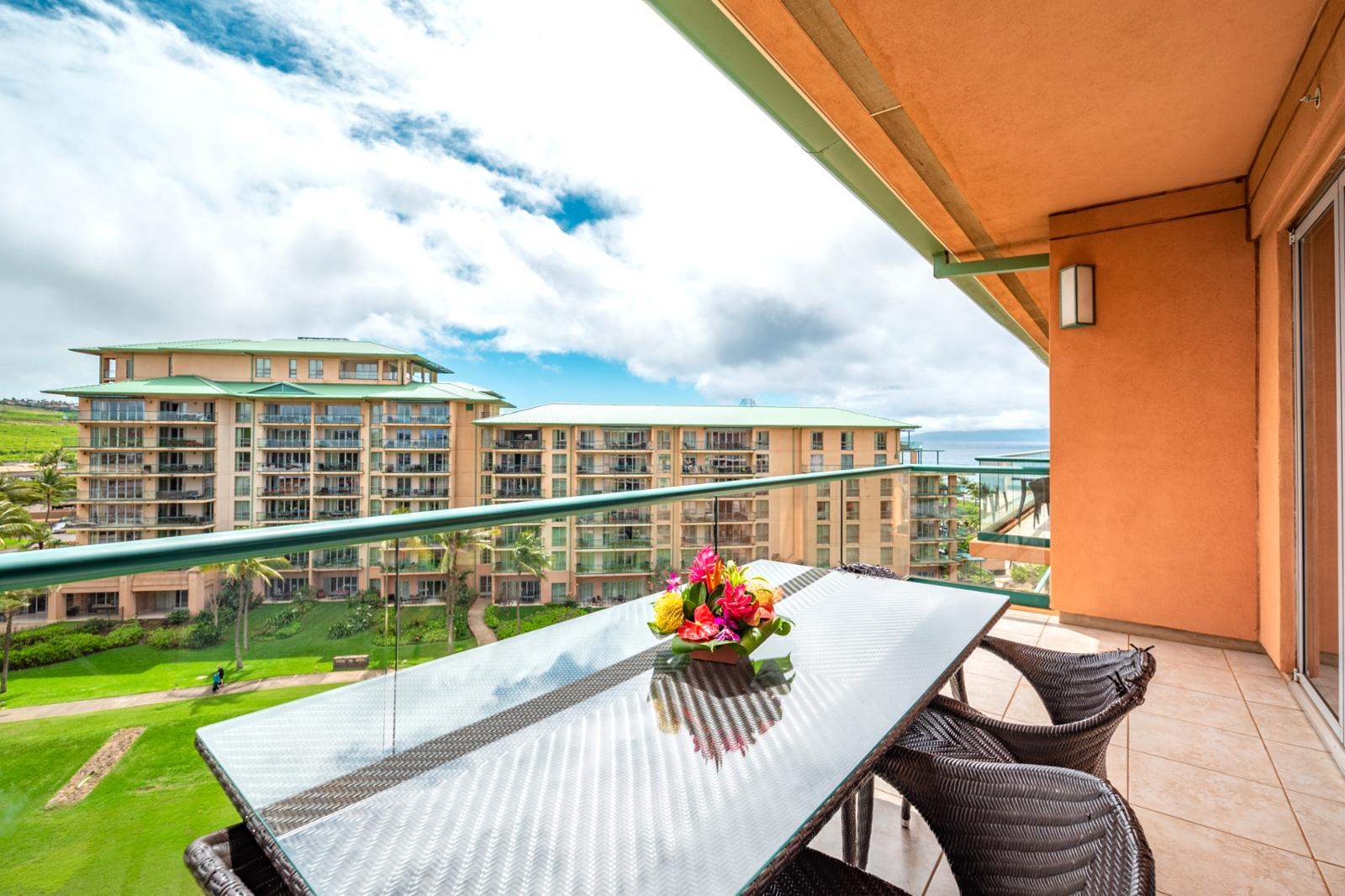 Stunning views of the ocean and West Maui mountains!