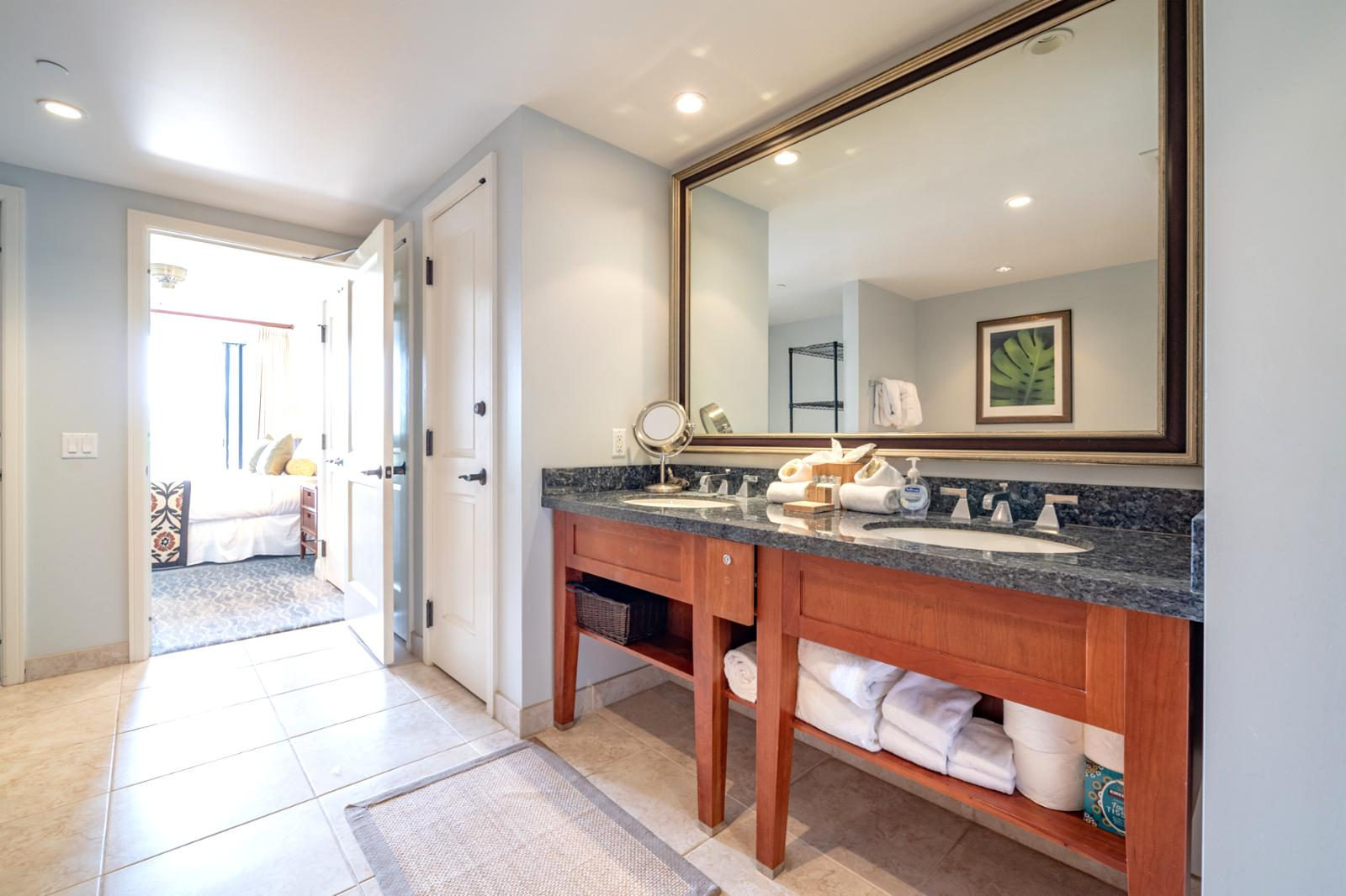 Custom dual sinks with extra large layout