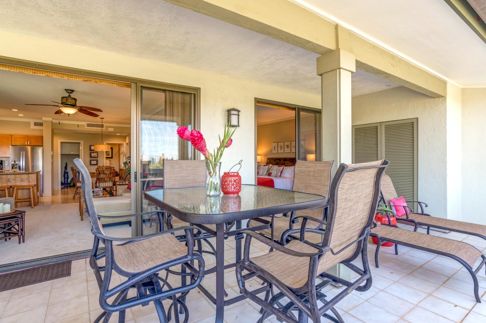 Luxury outdoor setting, chaise lounges, and oversized layout. Perfect for sunsets!