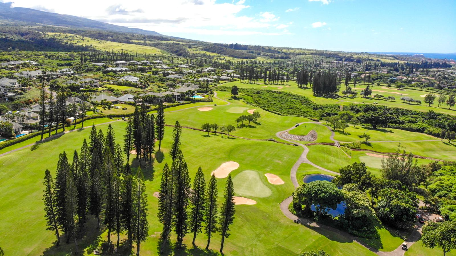 These mountain and golf course views will surely not disappoint