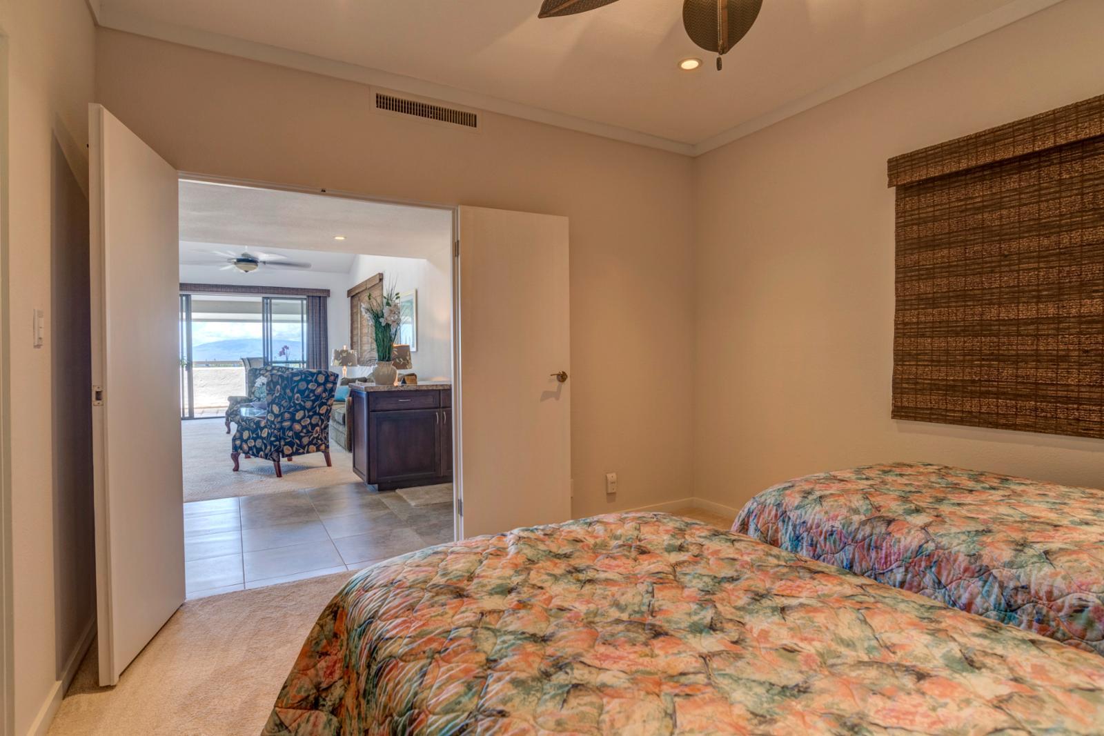Twin beds, 1st floor bedroom with adjacent bathroom Jack n Jill entry