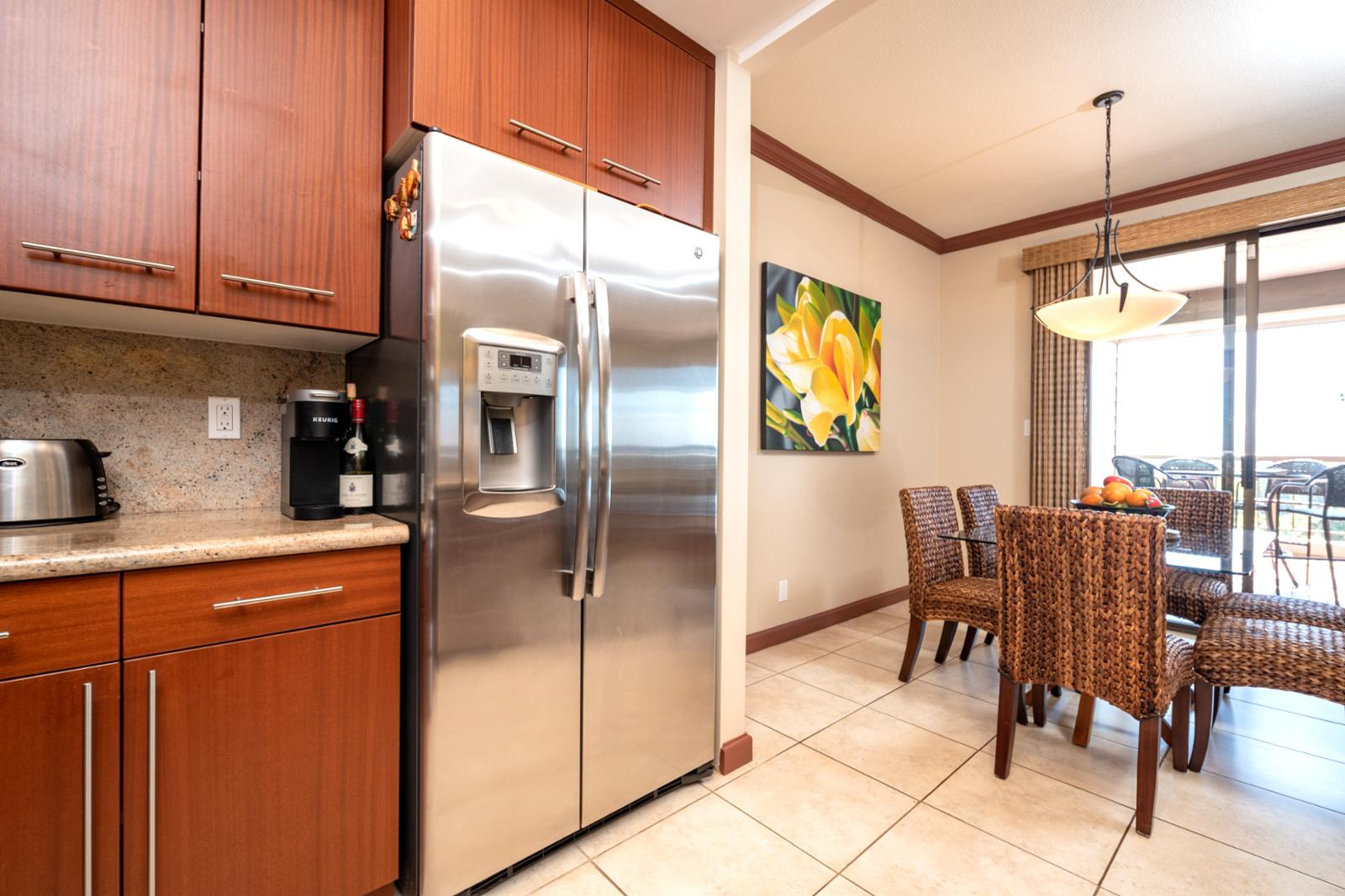 Large kitchen comes fully equipped!