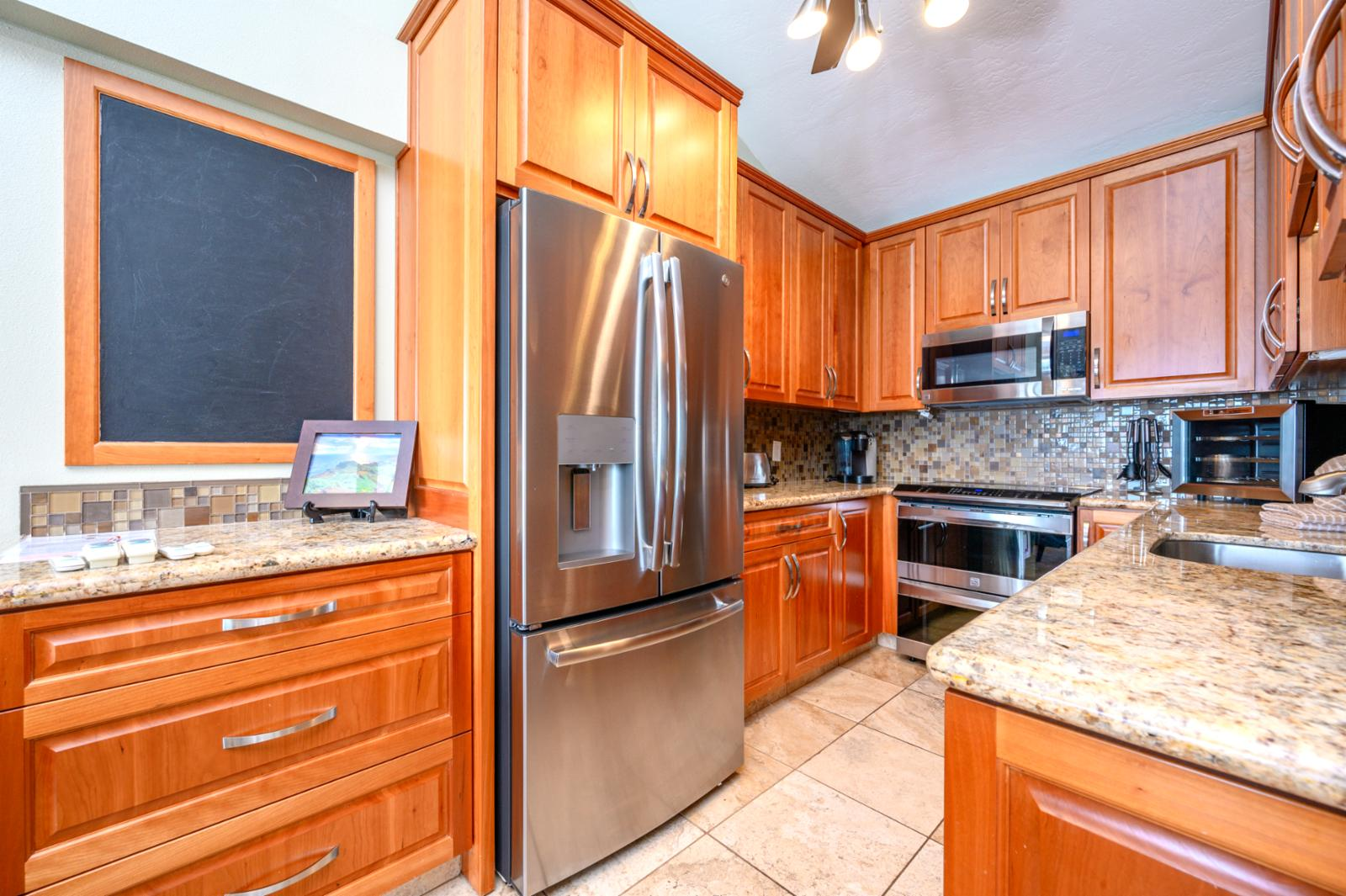 Beautiful upgraded kitchen with all new appliances