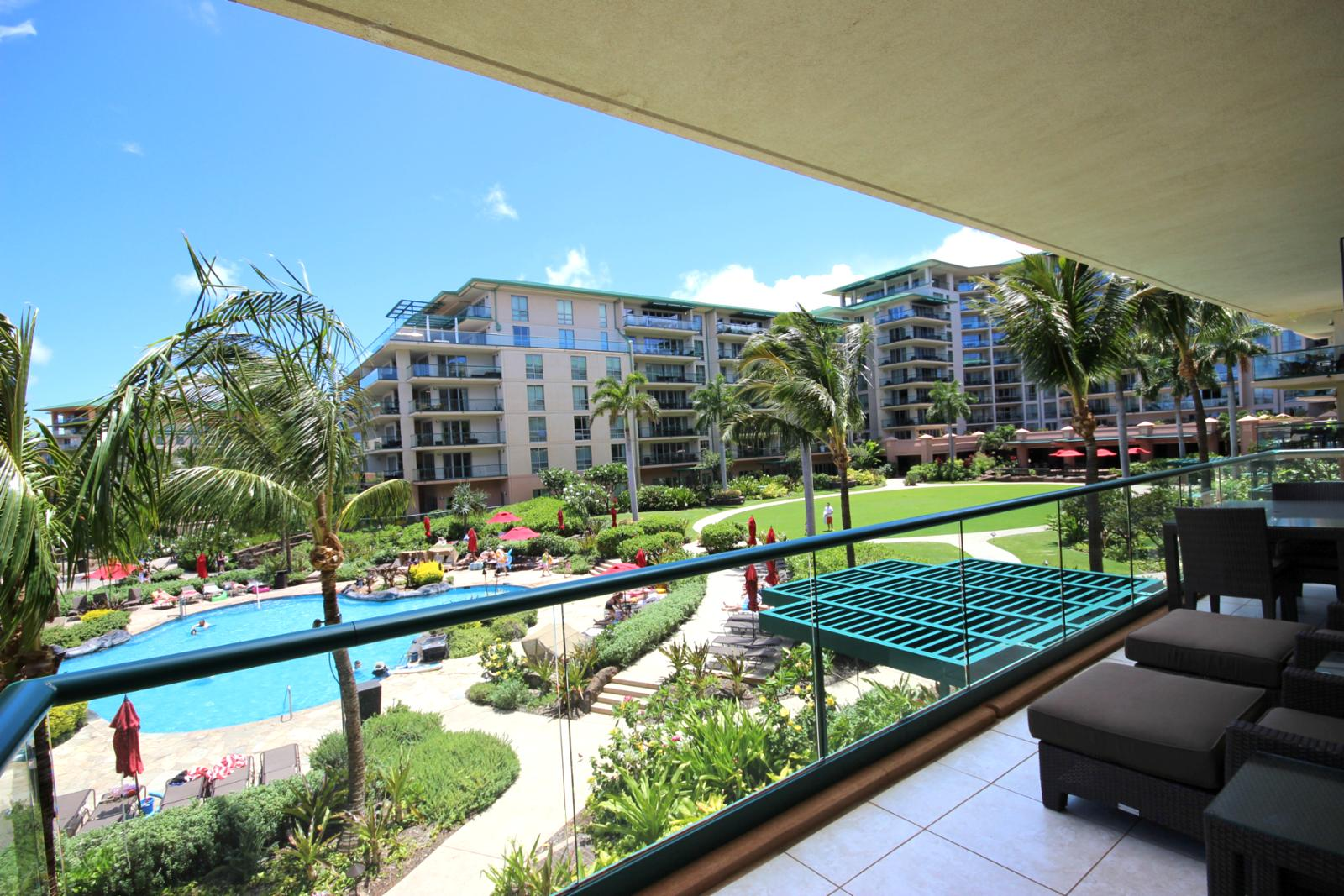 See all the action at the pool from your lanai