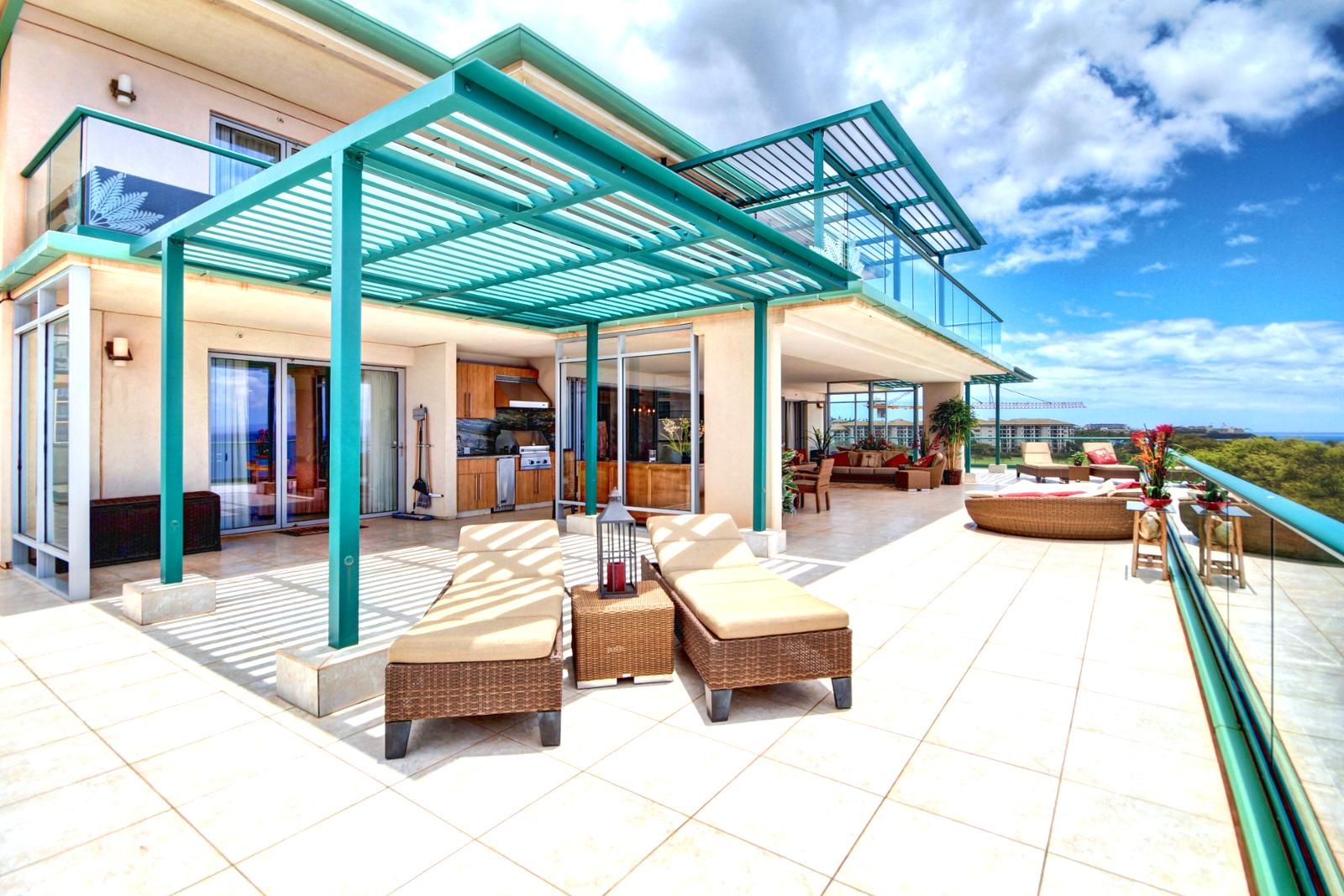 Endless space on this lanai.