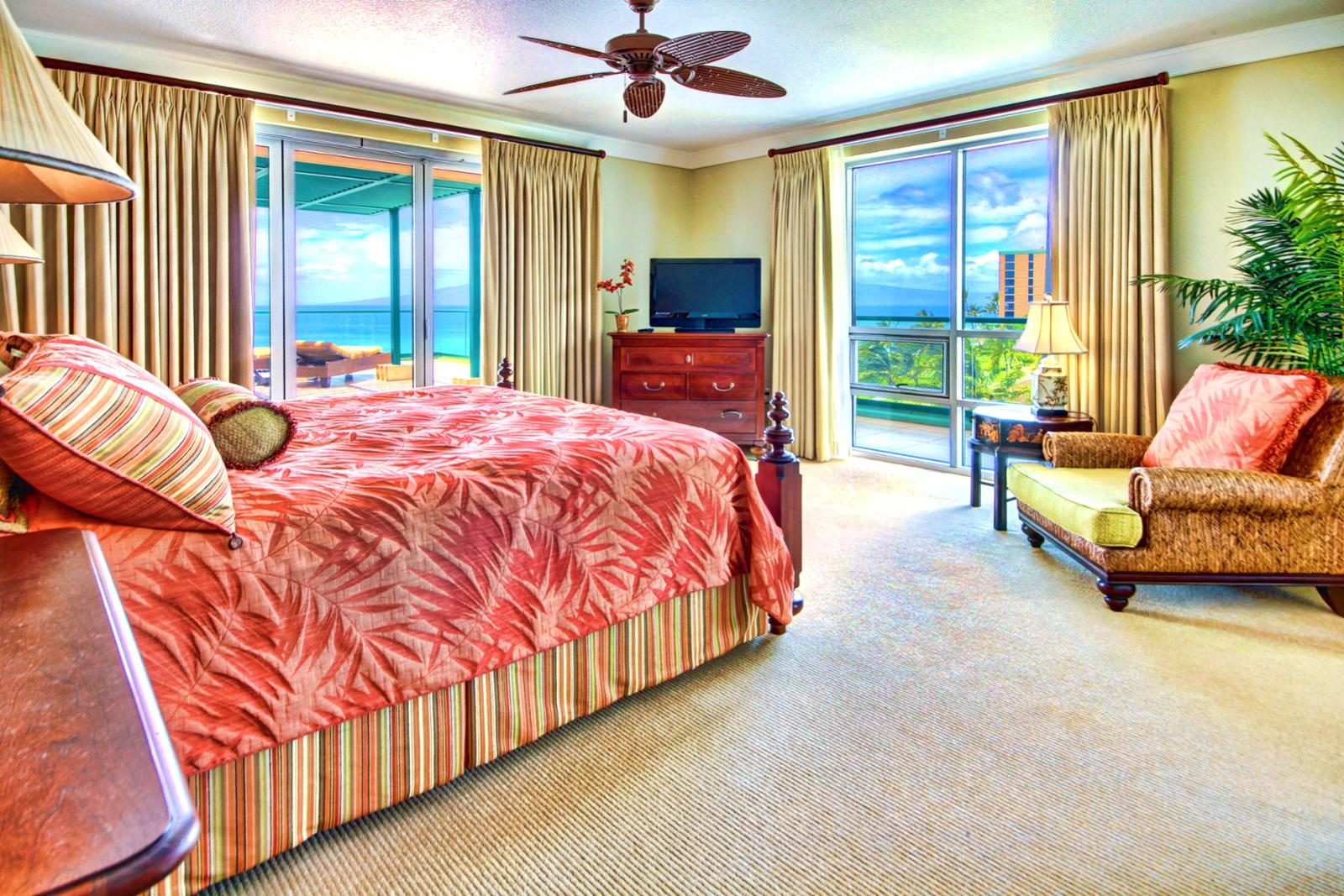 Large second master bedroom with stunning ocean views. Large king size bed and flat screen TV.