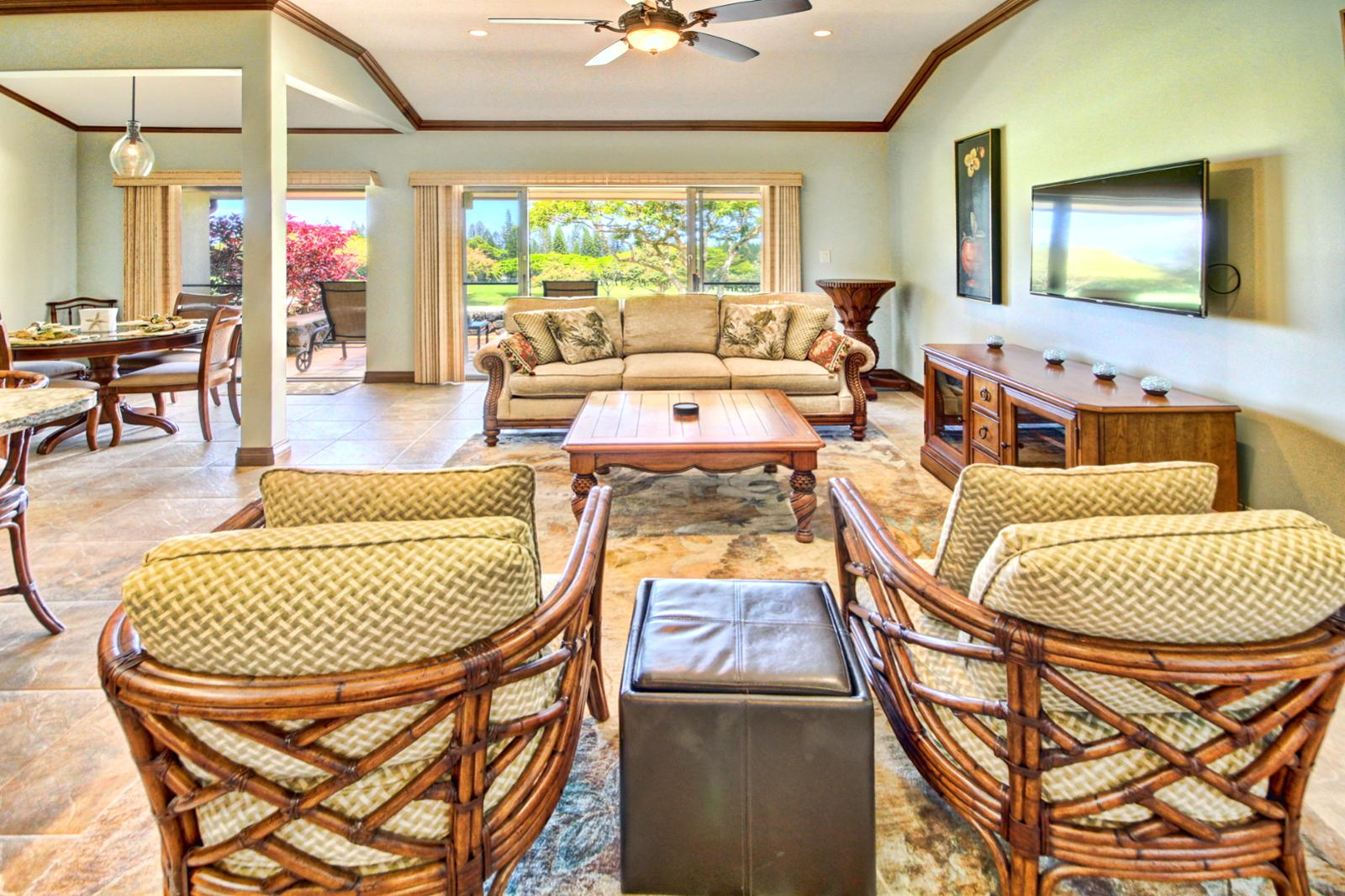 Large living space to relax and take in Kapalua for all it beauty.