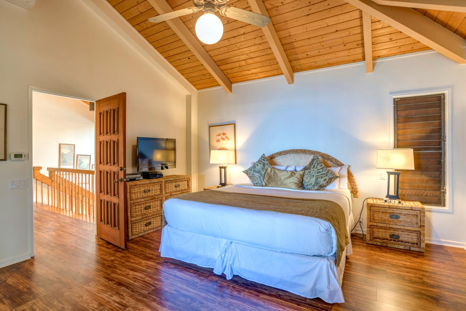 Relax and enjoy the comfortable King sized bed and sweeping aqua marine views