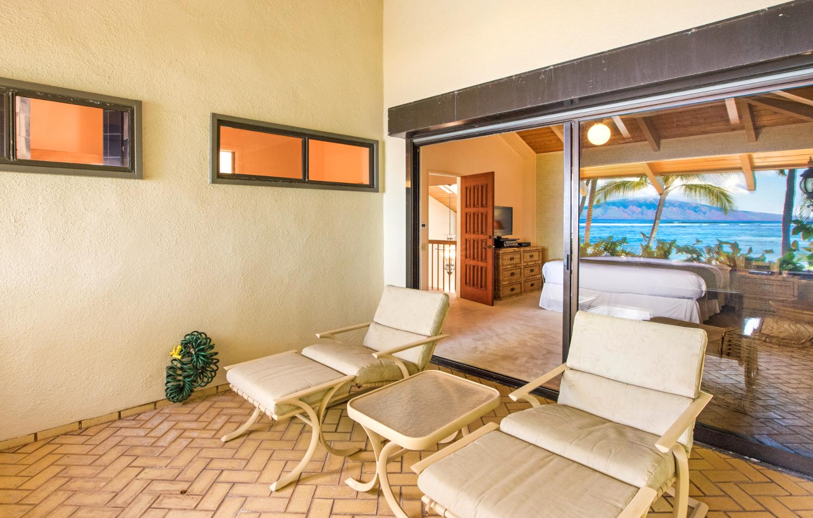 PRIVATE LANAI OFF MASTER UPSTAIRS