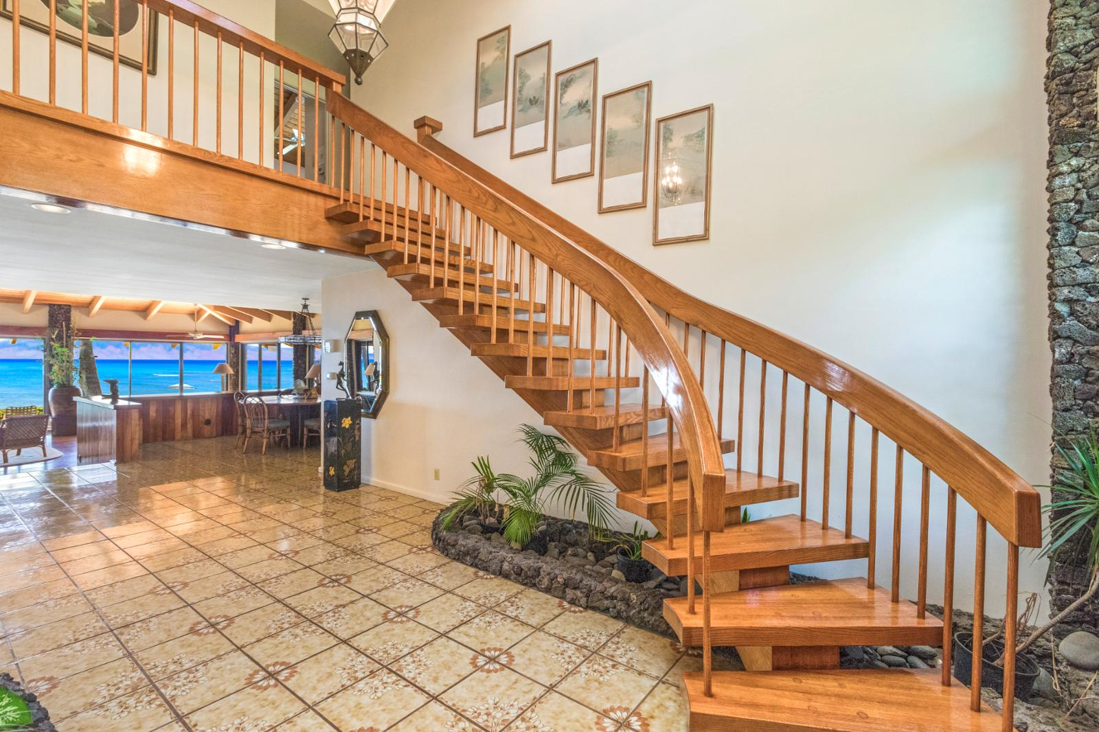 Entry staircase with huge entry and easy access