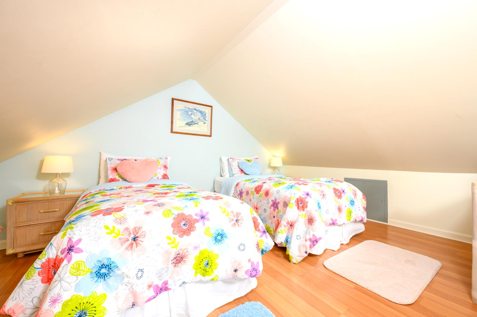 2 twin bed configuration, perfect for kids!